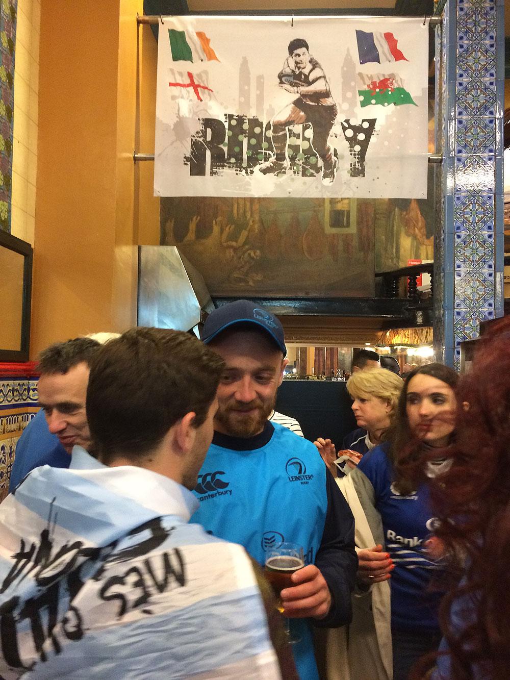 Rugby en el Café Iruña de Bilbao
