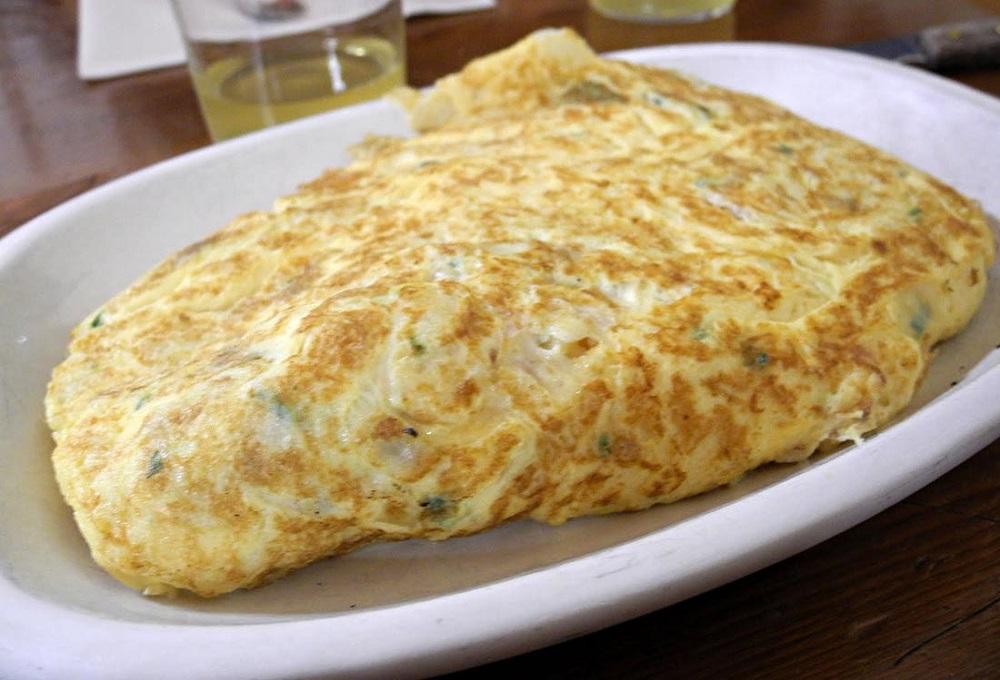 Tortilla de bacalao en sidrería vasca