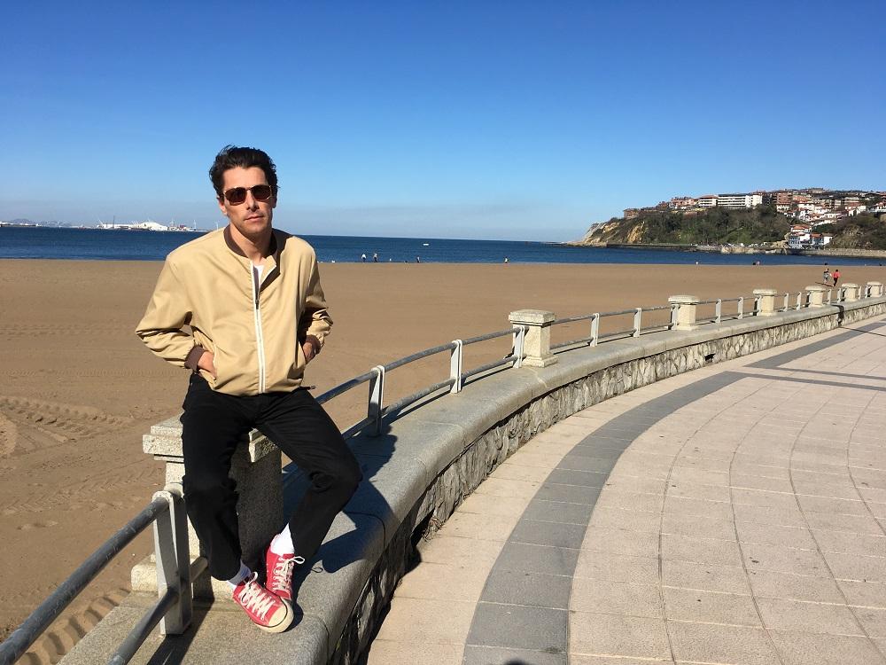 John Franks (Smile) en la playa de Ereaga