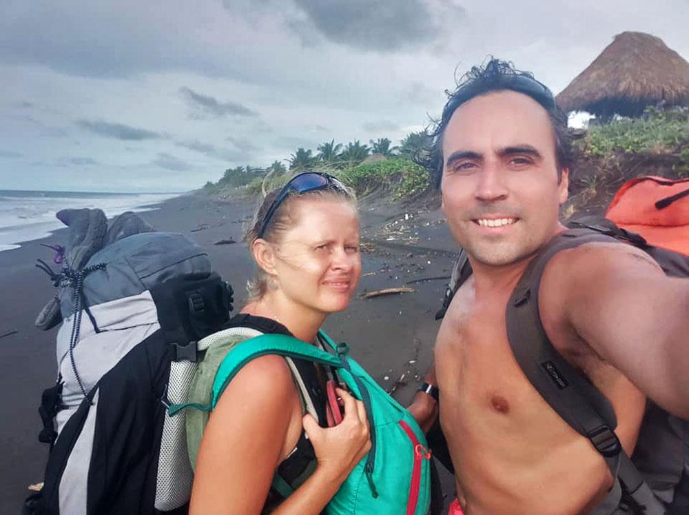 Endika Abia y Agnieszka en uno de sus viajes