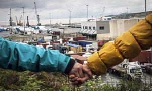 Migrantes en el Puerto de Bilbao