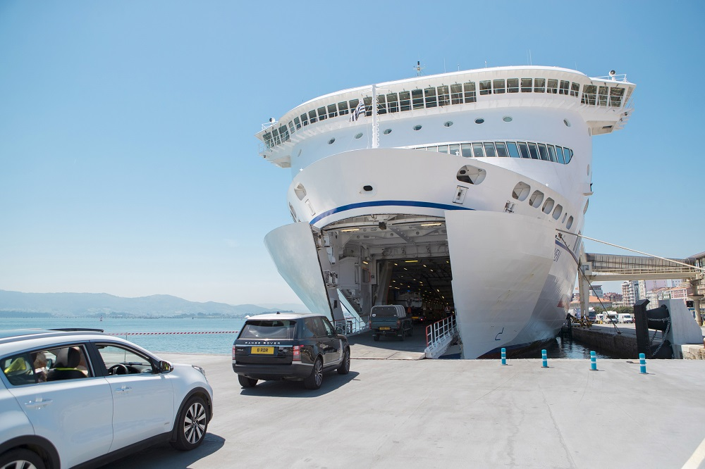Coches viajando en ferry