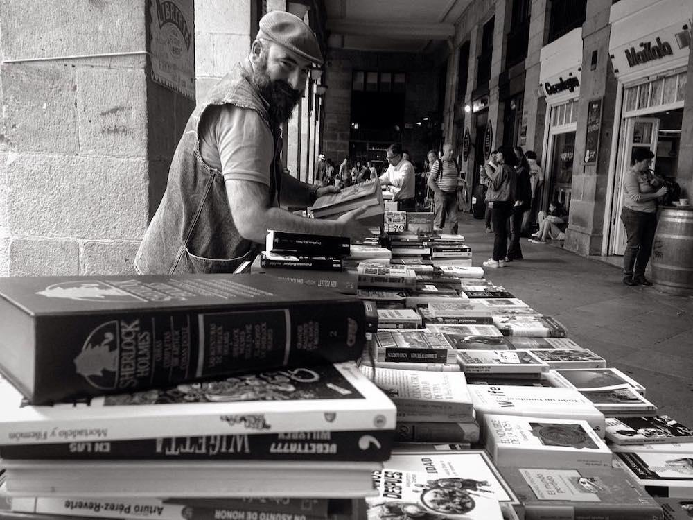 """Josu """"Librero"""" en la Plaza Nueva"""